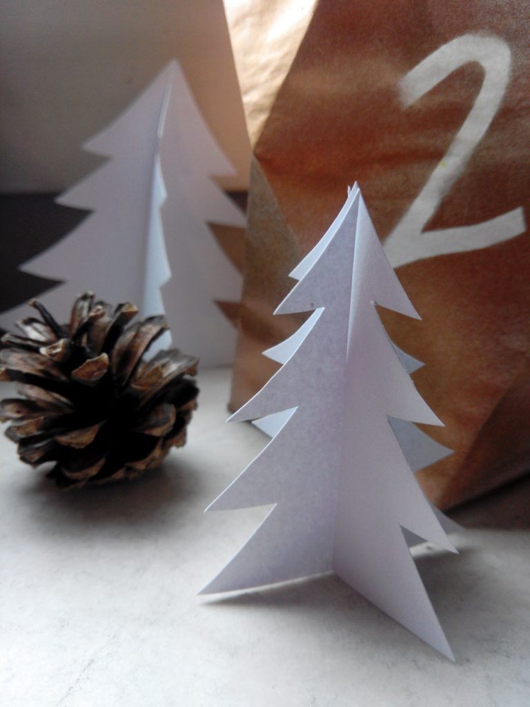 2016-12-skoen-och-kreativ-adventskalender-diy-papier-tannenwald-6