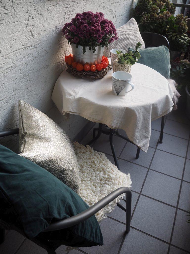 2016-10-skoen-och-kreativ-herbst-dekoration-balkon-gruen-1