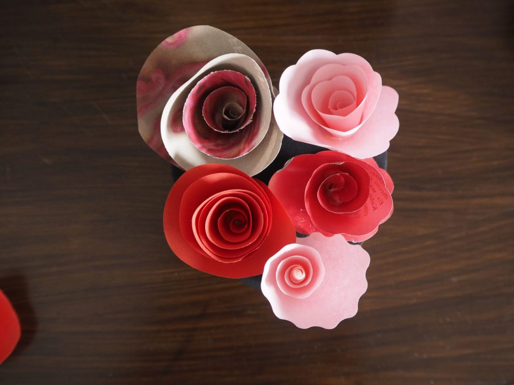 2017-02-skoen-och-kreativ-wrapping-wednesday-love-paper-roses (7)