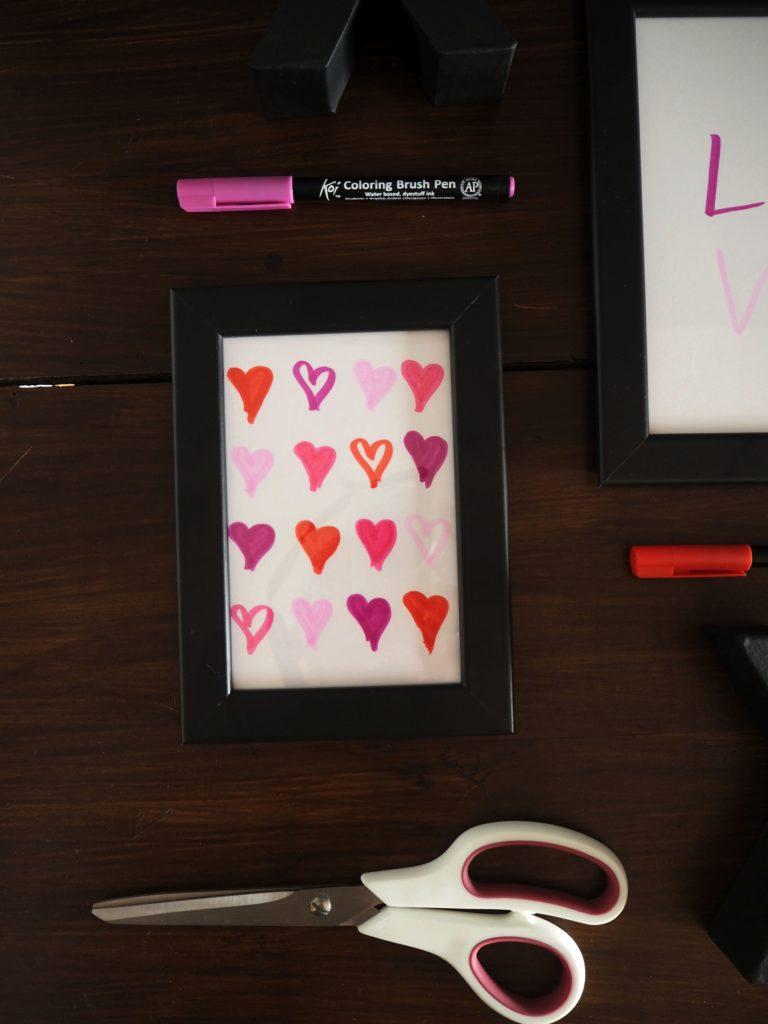 2017-skoen-och-kreativ-valentinstag-wandgestaltung-love-in-frames-brushpen (1)