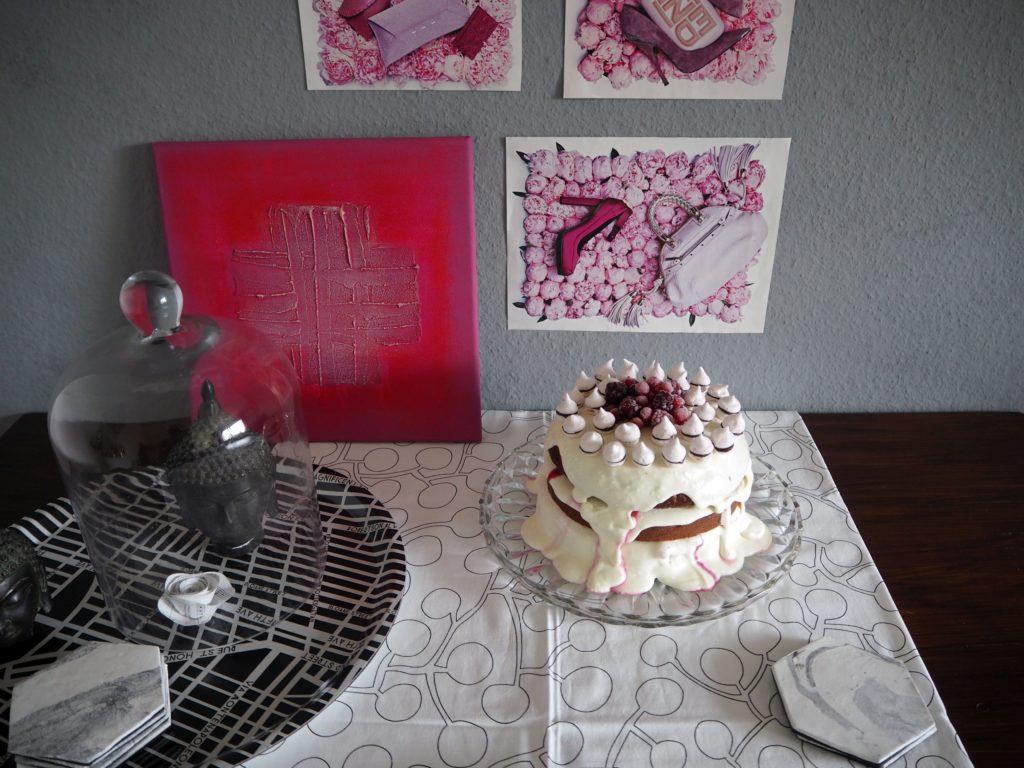 2017-02-skoen-och-kreativ-valentinstag-berry-baiser-cake (2)