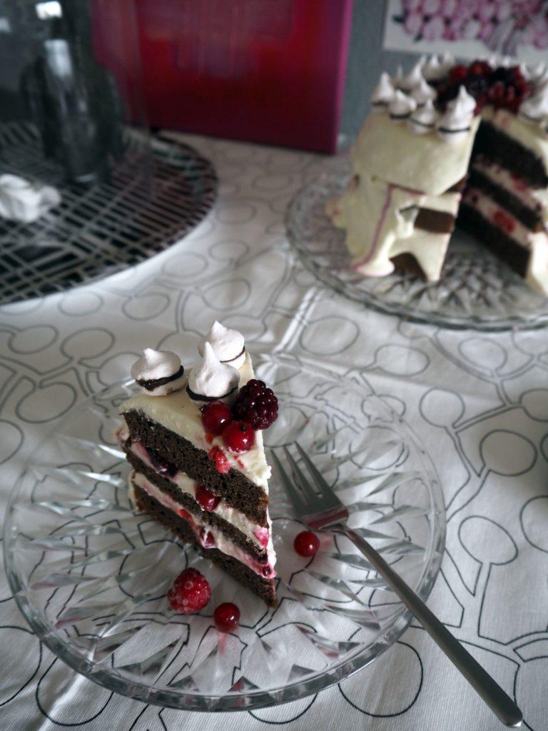 2017-02-skoen-och-kreativ-valentinstag-berry-baiser-cake (8)