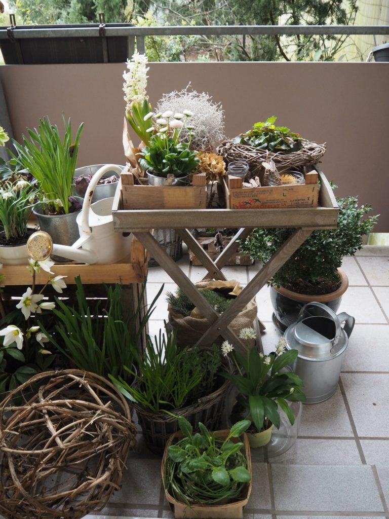 Die natur erwacht fr hlingsdeko f r den balkon sk n for Weinrote deko