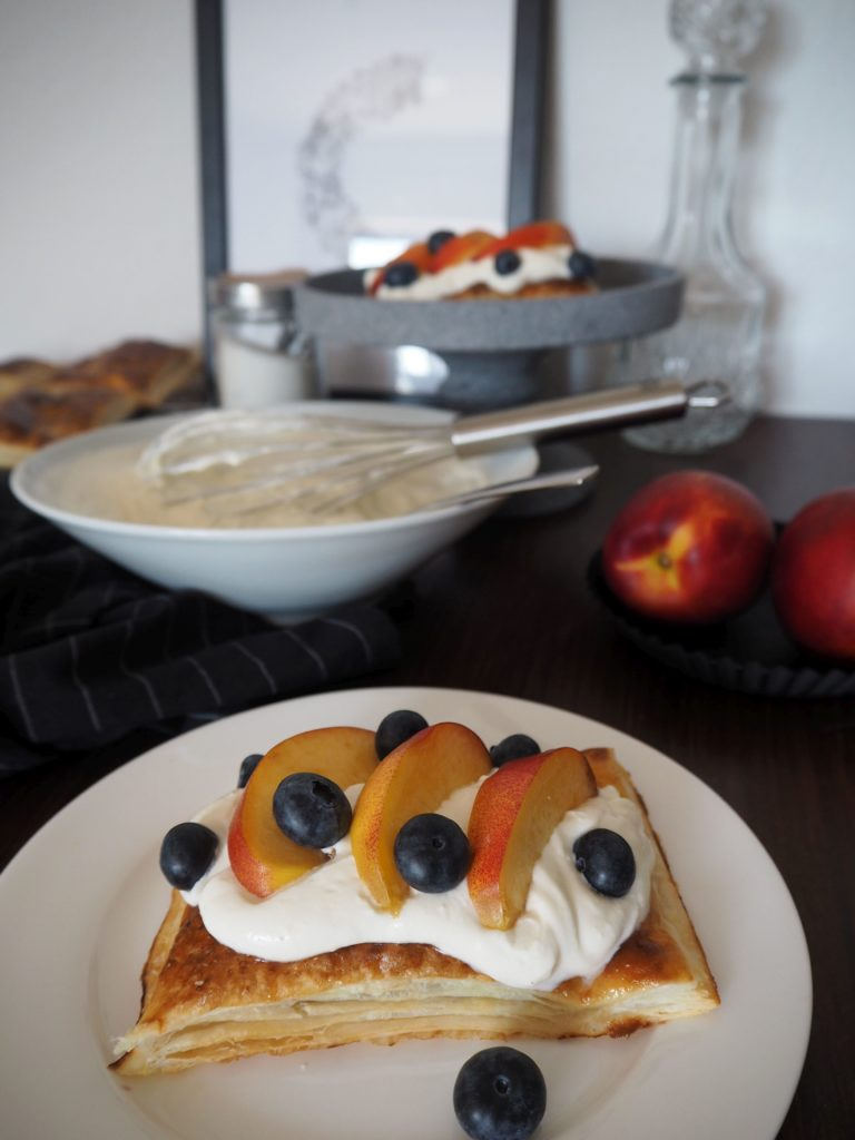 2017-07-skoen-och-kreativ-crostata-mit-heidelbeer-nektarinen-topping (3)