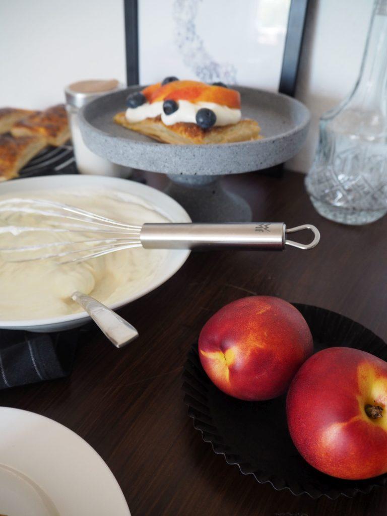 2017-07-skoen-och-kreativ-crostata-mit-heidelbeer-nektarinen-topping (8)