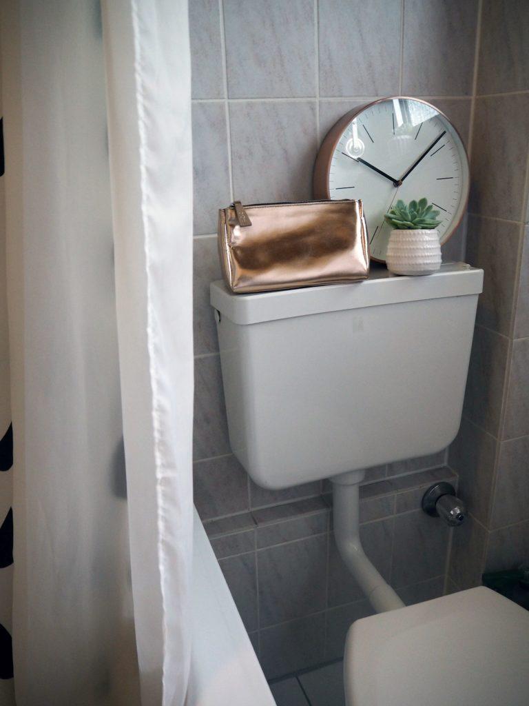 2017-09-skoen-och-kreativ-interior-badezimmer-update-how-to-style-a-small-bathroom (1)