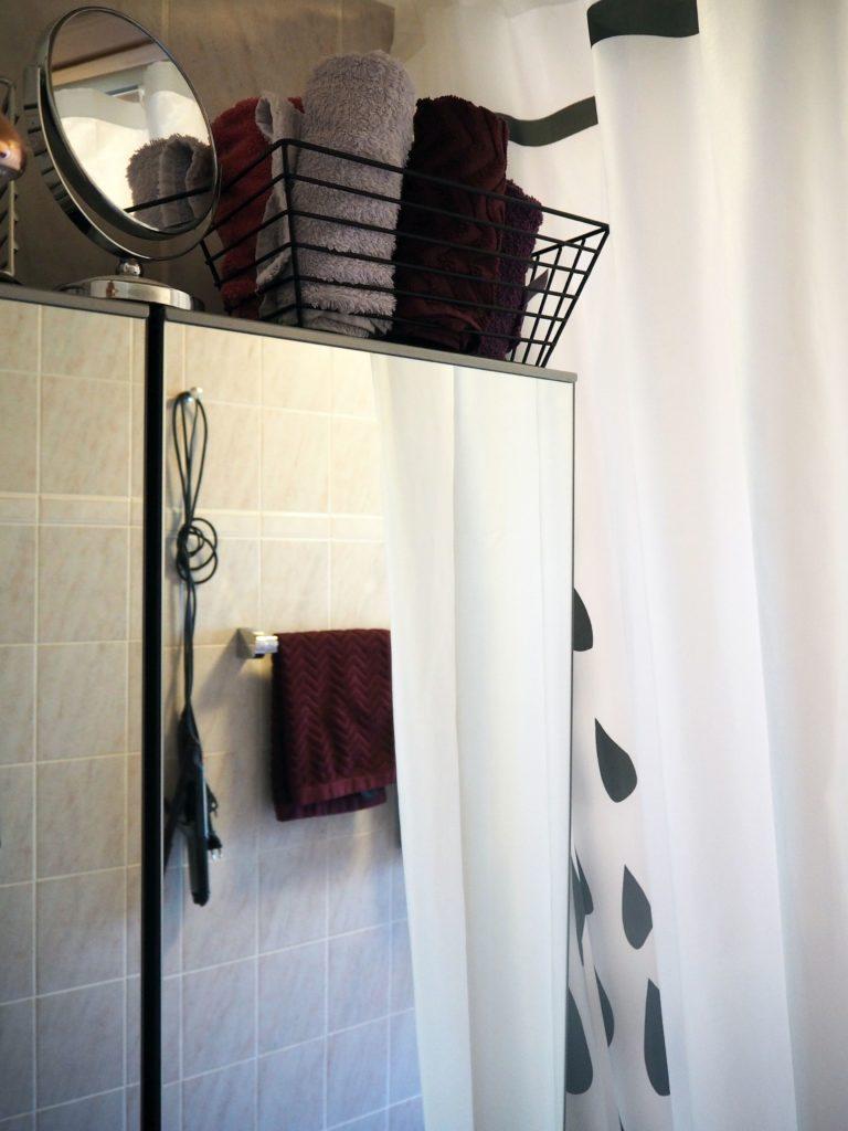 2017-09-skoen-och-kreativ-interior-badezimmer-update-how-to-style-a-small-bathroom (10)
