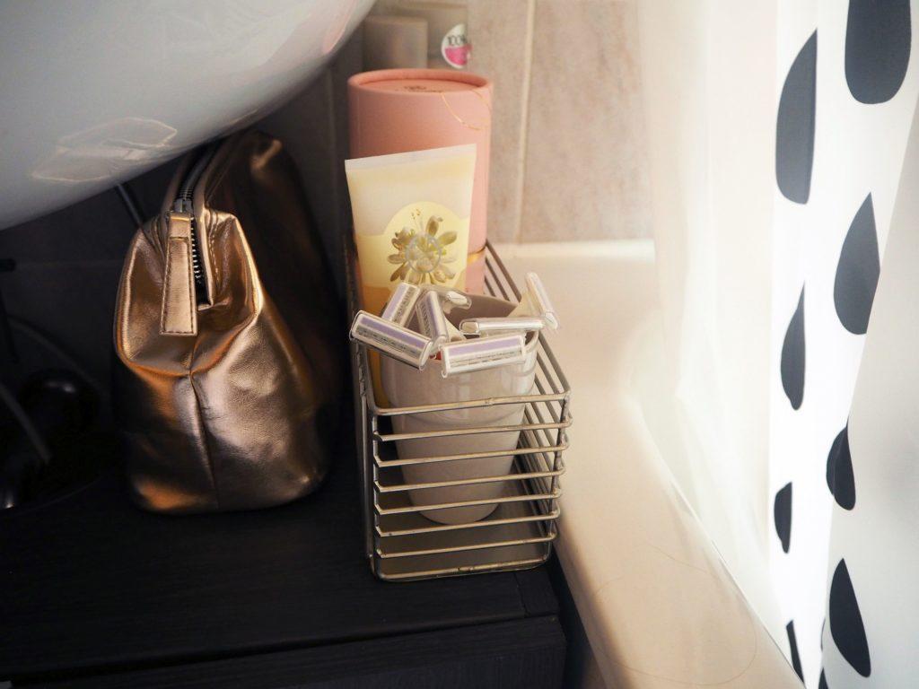 2017-09-skoen-och-kreativ-interior-badezimmer-update-how-to-style-a-small-bathroom (4)