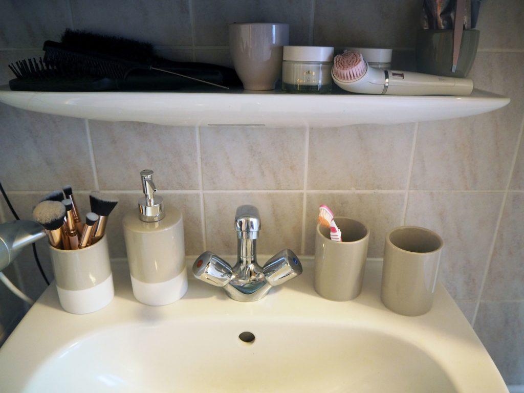 2017-09-skoen-och-kreativ-interior-badezimmer-update-how-to-style-a-small-bathroom (9)