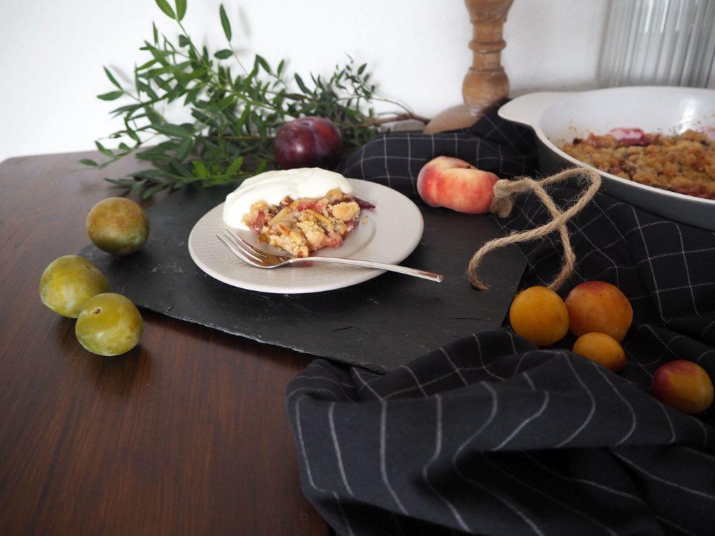 2017-09-skoen-och-kreativ-steinobst-crumble-mit-zimt-streuseln-und-rosmarin (5)