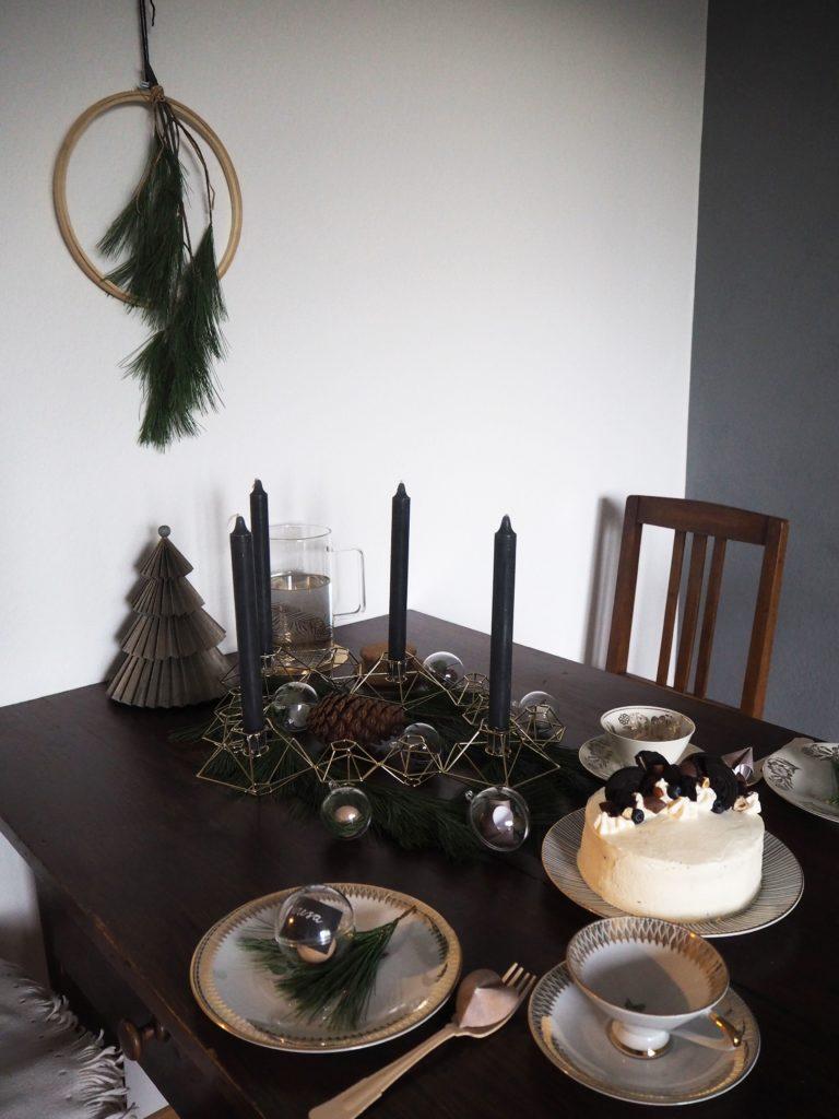 2017-11-skoen-och-kreativ-diy-minimalistische-tischdekoration-im-advent-kugeln-skandi-style (4)