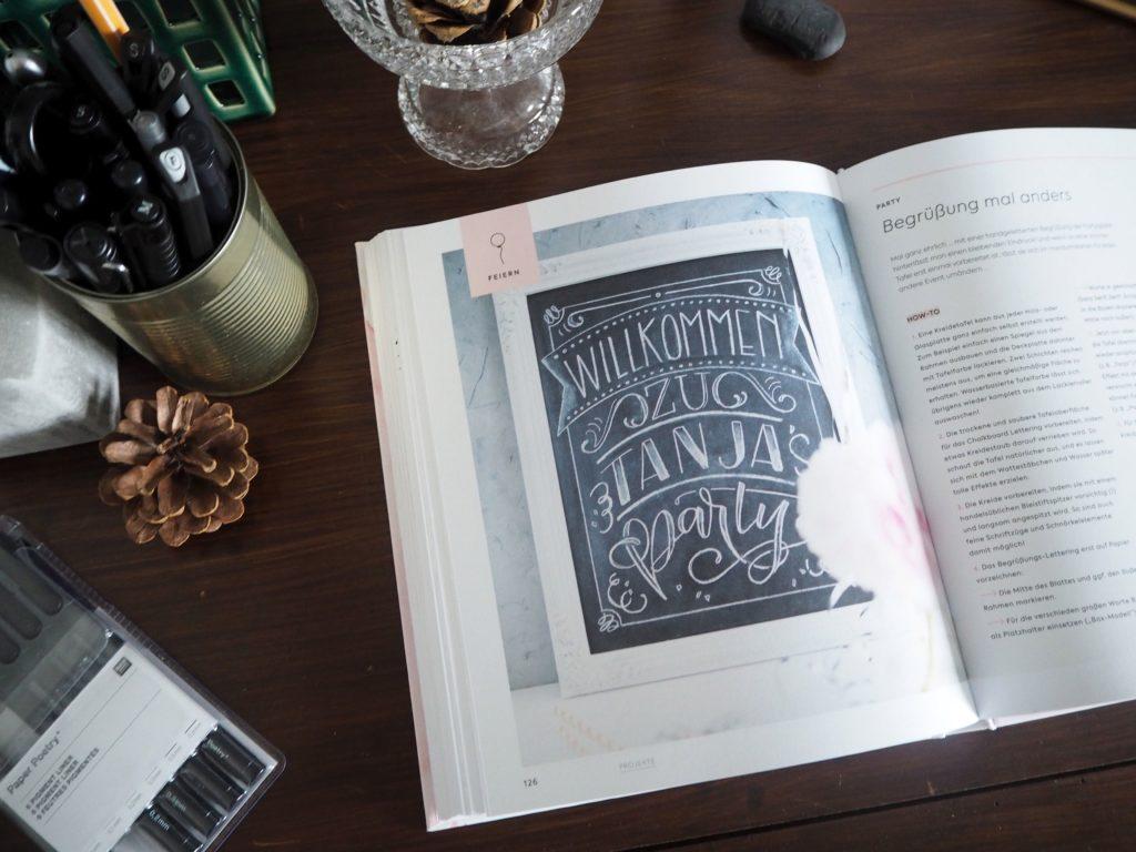 2017-11-skoen-och-kreativ-sonntagslektuere-november-hand-lettering-alphabete-frau-hoelle-buch (26)