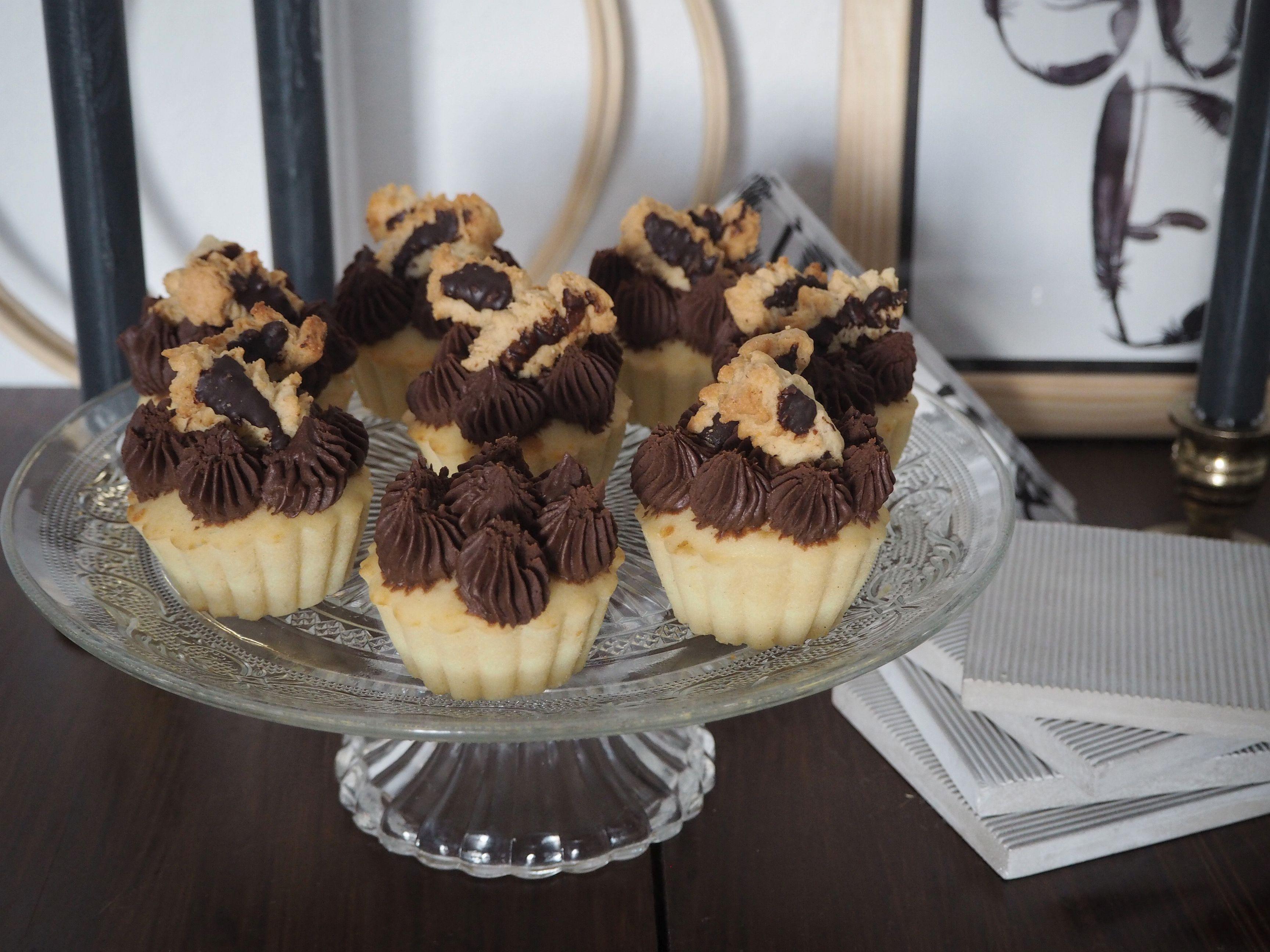 2018-01-skoen-och-kreativ-food-cookies-cake-love-vanilla-chocolate-cupcakes (7)