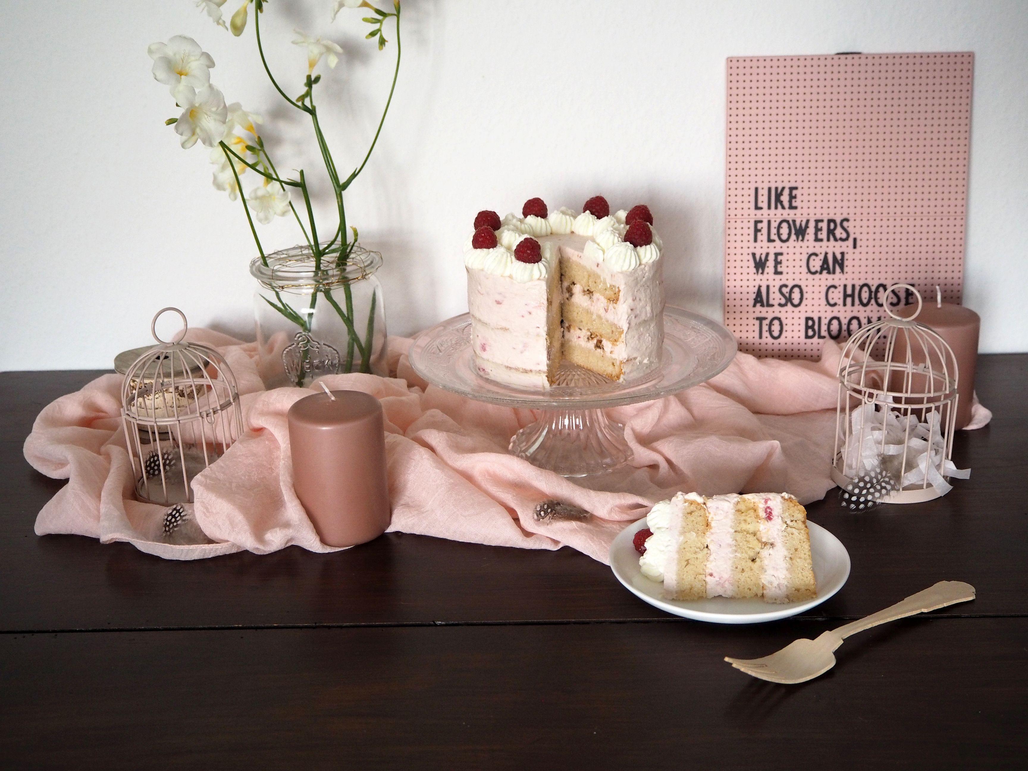 2018-04-skoen-och-kreativ-food-glad-pask-rhabarber-himbeer-toertchen-mit-crunch-zu-ostern (12)