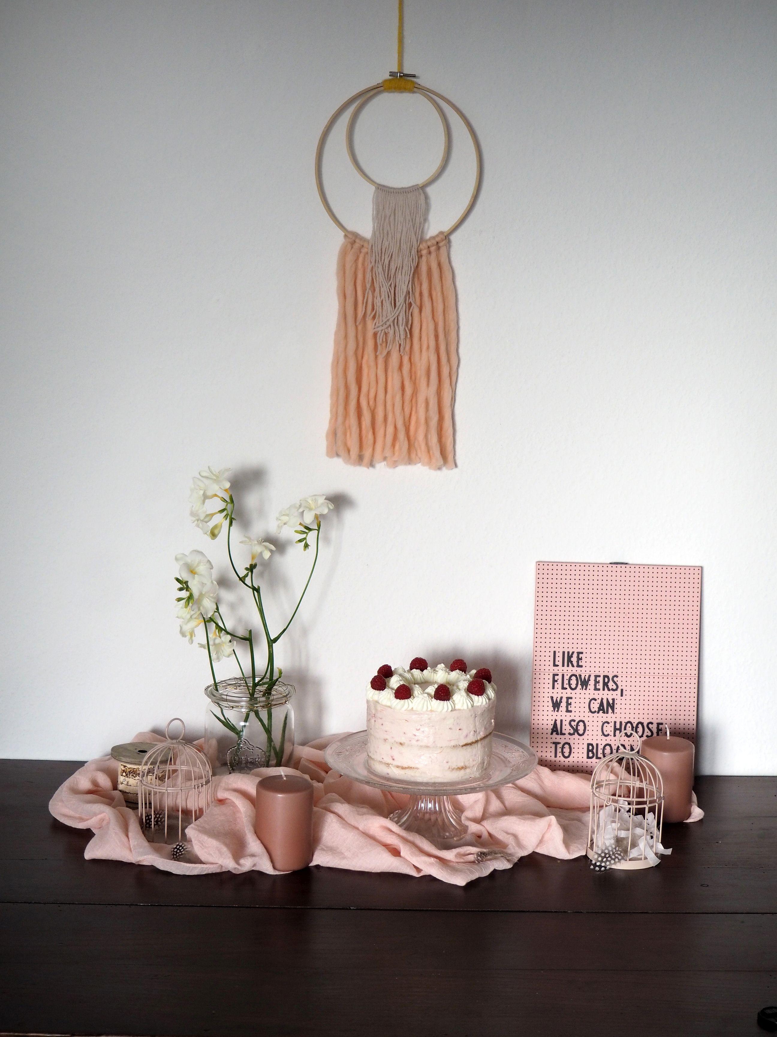 2018-04-skoen-och-kreativ-food-glad-pask-rhabarber-himbeer-toertchen-mit-crunch-zu-ostern (3)
