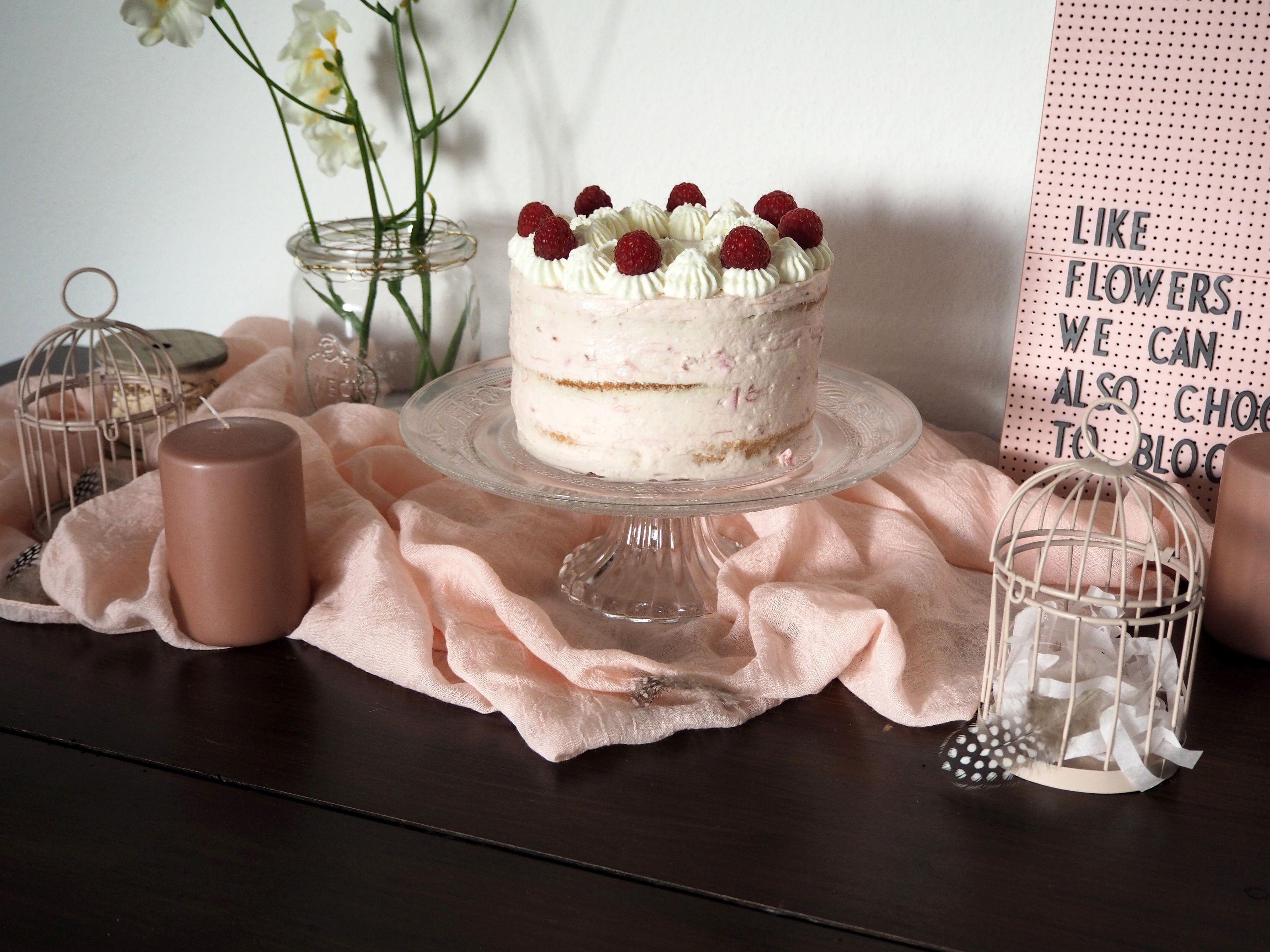 2018-04-skoen-och-kreativ-food-glad-pask-rhabarber-himbeer-toertchen-mit-crunch-zu-ostern (6)