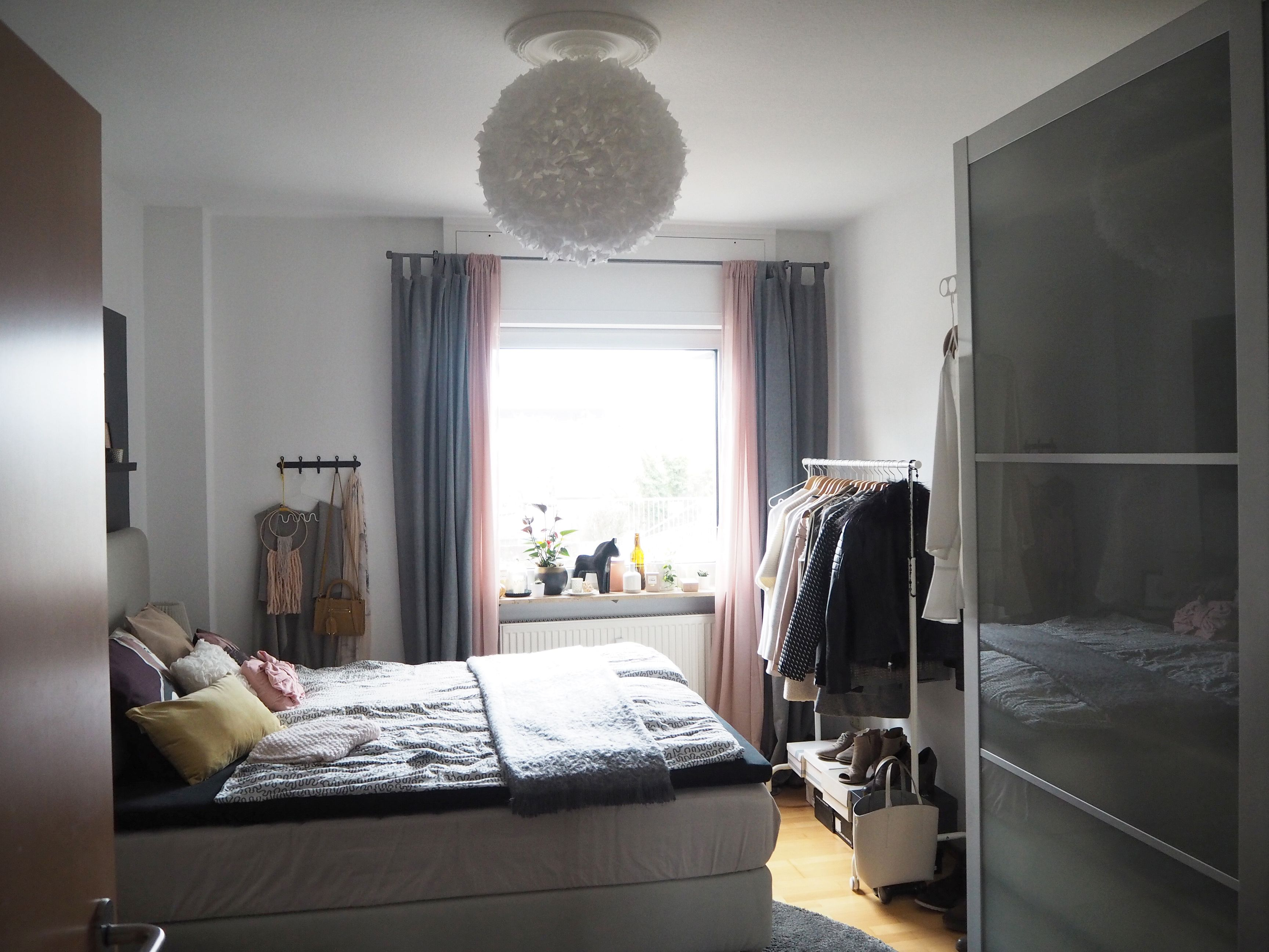 2018-04-skoen-och-kreativ-interior-farben-fuers-schlafzimmer-zartes-rose-und-gelb (1)