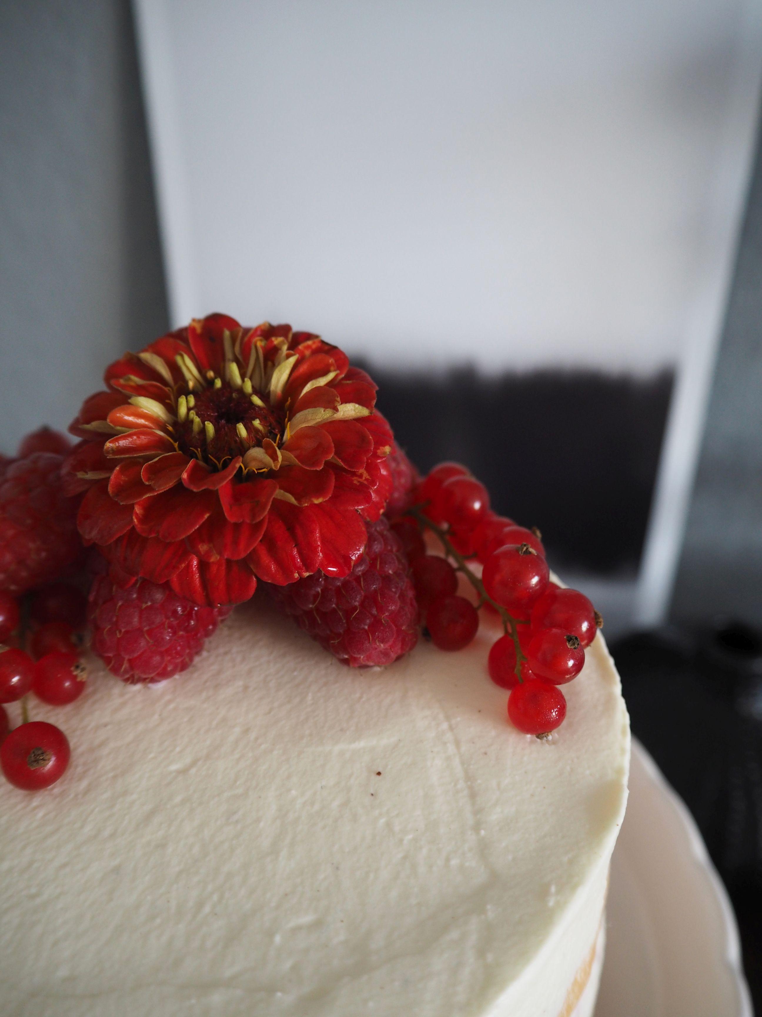 2018-05-skoen-och-kreativ-foodberry-semi-naked-cake-beeren-torte-zum-muttertag (7)