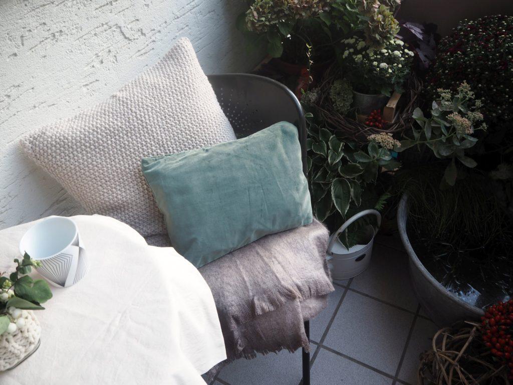2016-10-skoen-och-kreativ-herbst-dekoration-balkon-gruen-8