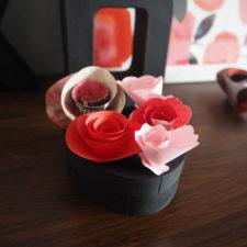 2017-02-skoen-och-kreativ-wrapping-wednesday-love-paper-roses (9)