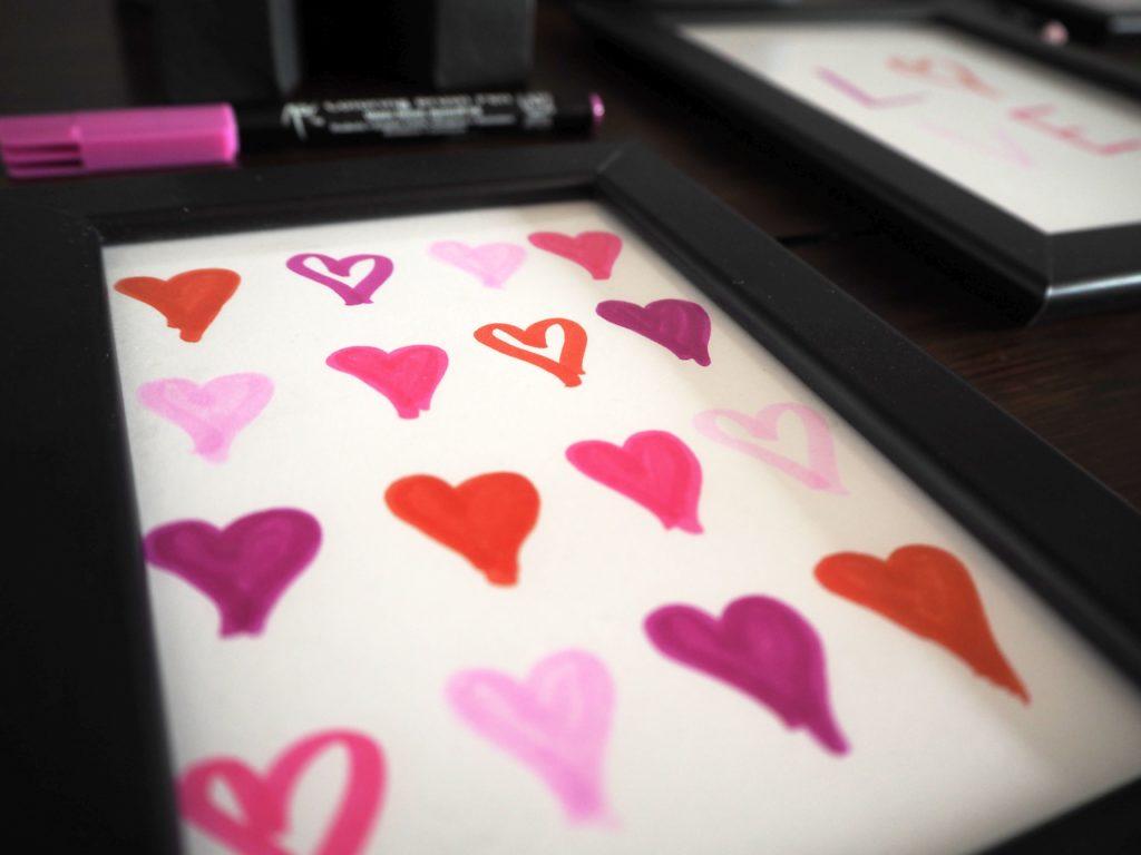 2017-skoen-och-kreativ-valentinstag-wandgestaltung-love-in-frames-brushpen (4)