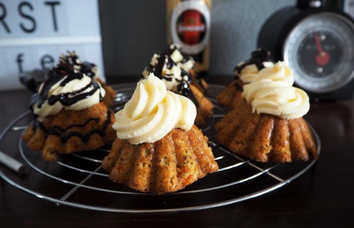 Muttertagstörtchen: Rübli-Cupcakes mit Eierlikör-Frosting
