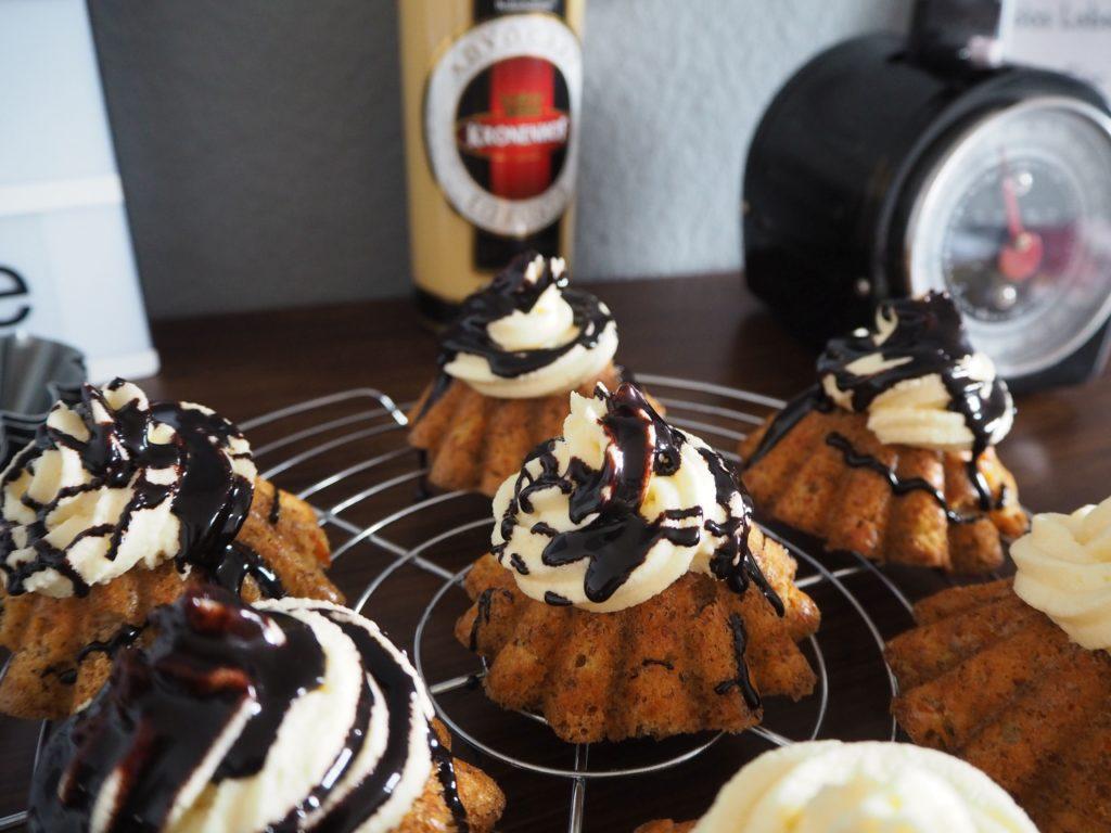 2017-04-skoen-och-kreativ-osterfreude-ruebli-cupcakes-eierlikoer-frosting (8)