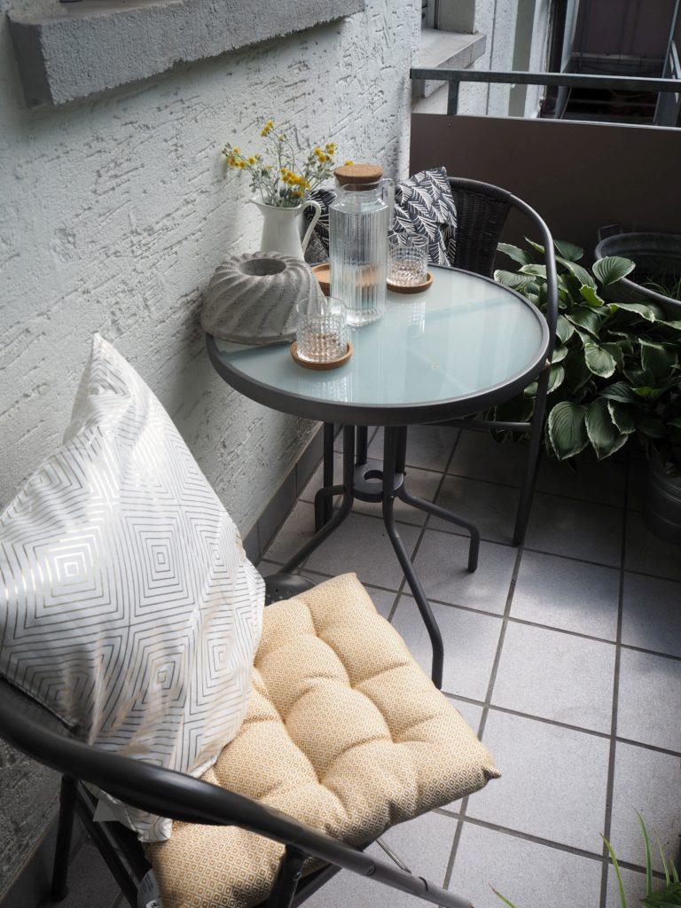 2017-07-skoen-och-kreativ-balkondekoration-urban-gardening-gelb-schwarz (5)
