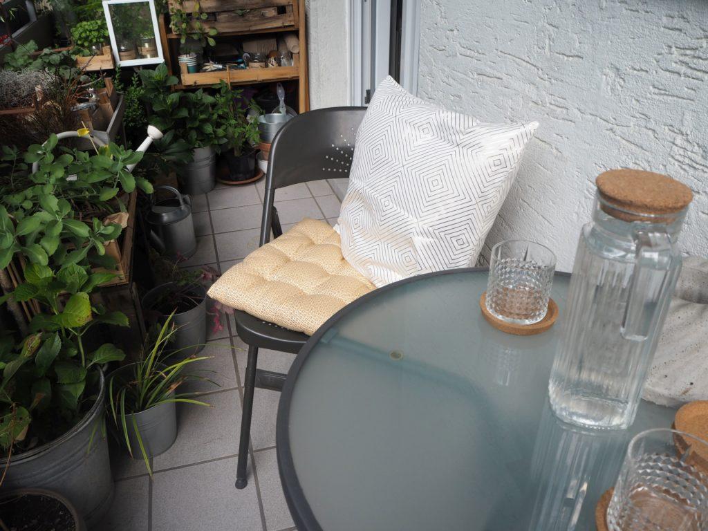 2017-07-skoen-och-kreativ-balkondekoration-urban-gardening-gelb-schwarz (7)