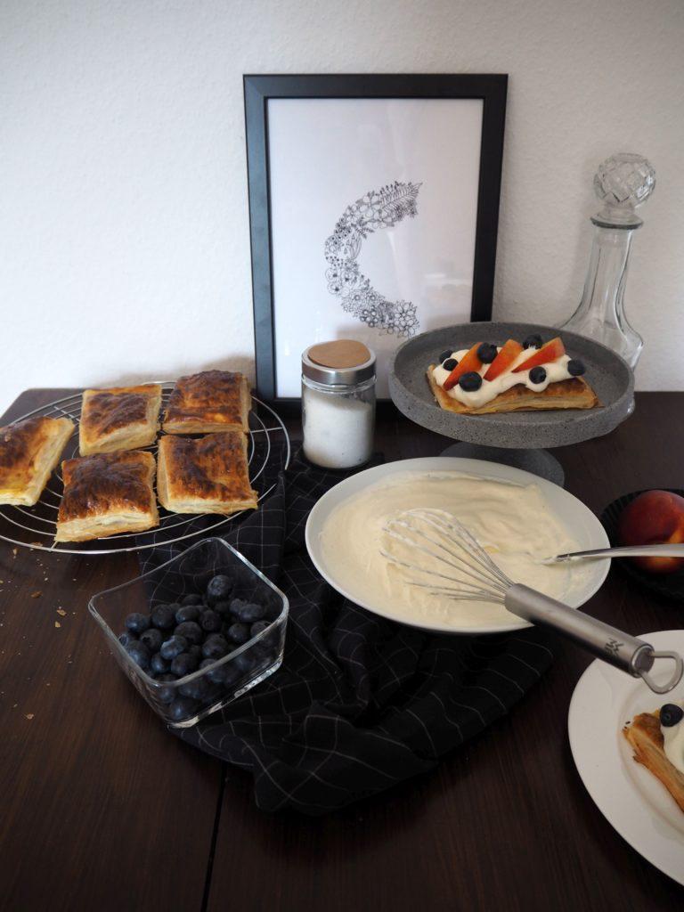 2017-07-skoen-och-kreativ-crostata-mit-heidelbeer-nektarinen-topping (1)