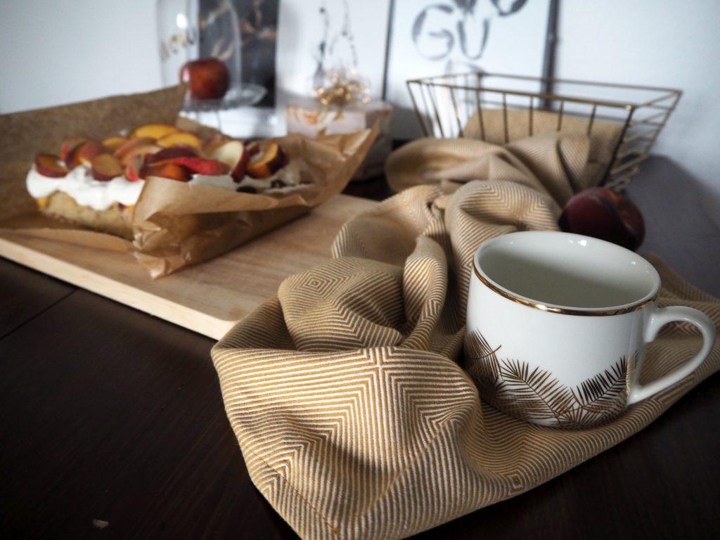 2017-07-skoen-och-kreativ-pfirsich-nuss-kuchen-mit-quarkcreme (2)