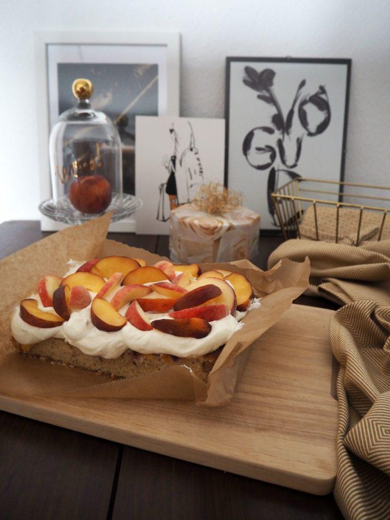2017-07-skoen-och-kreativ-pfirsich-nuss-kuchen-mit-quarkcreme (7)