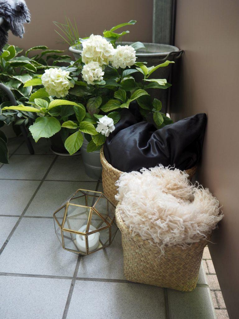 2017-08-skoen-och-kreativ-interior-balkondekoration-natural-greenery (12)