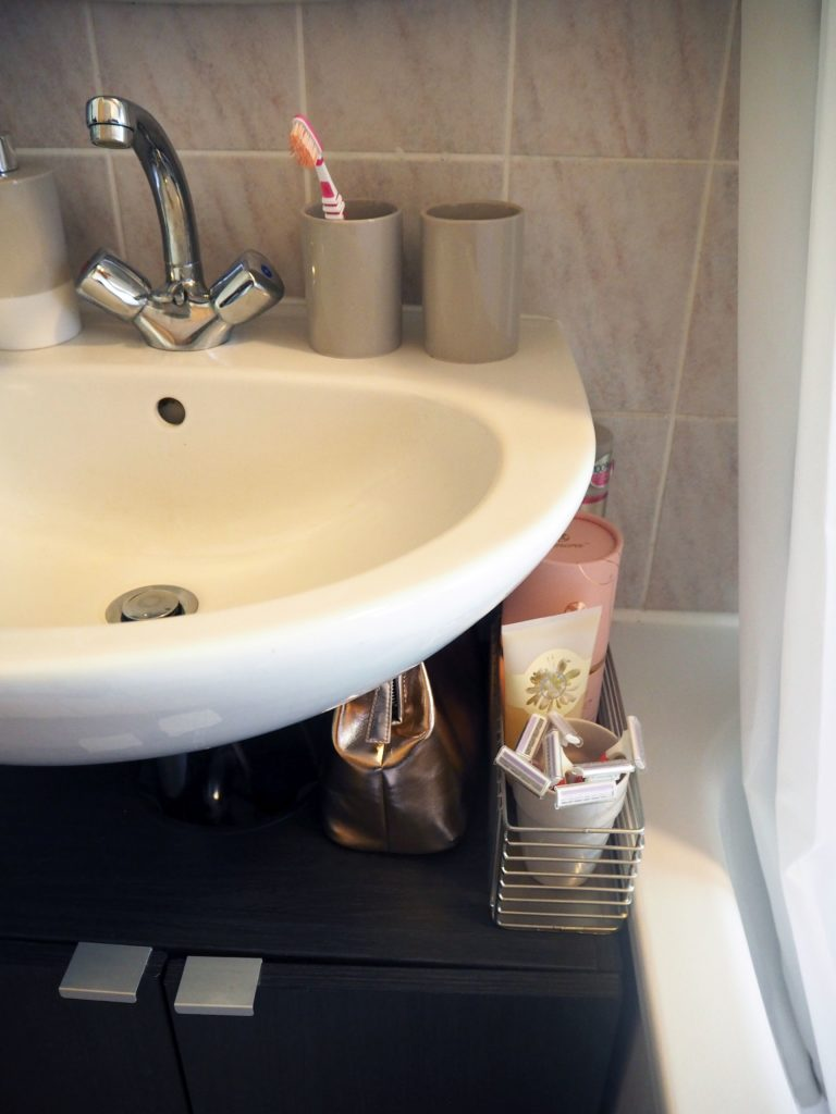 2017-09-skoen-och-kreativ-interior-badezimmer-update-how-to-style-a-small-bathroom (12)