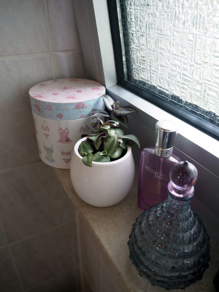 2017-09-skoen-och-kreativ-interior-badezimmer-update-how-to-style-a-small-bathroom (2)