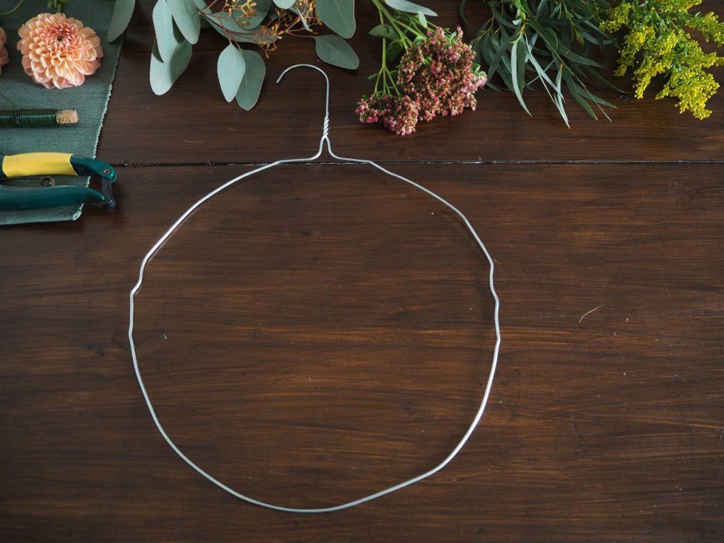 2017-10-skoen-och-kreativ-diy-minimalistischer-kranz-herbst-deko (9)