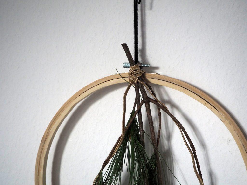 2017-11-skoen-och-kreativ-diy-interior-einfacher-kranz-im-skandi-style-fuer-den-advent (4)