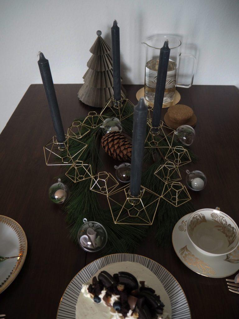 2017-11-skoen-och-kreativ-diy-minimalistische-tischdekoration-im-advent-kugeln-skandi-style (7)