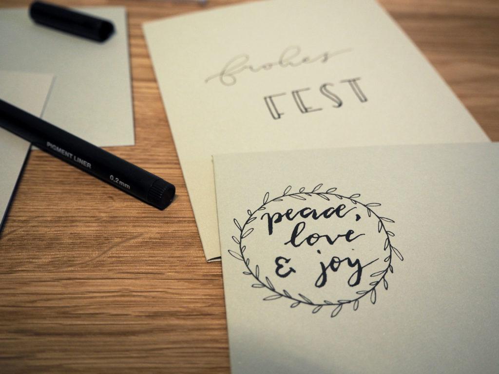 2017-11-skoen-och-kreativ-diy-wrapping-wednesday-lettering-fuer-weihnachtskarten (17)