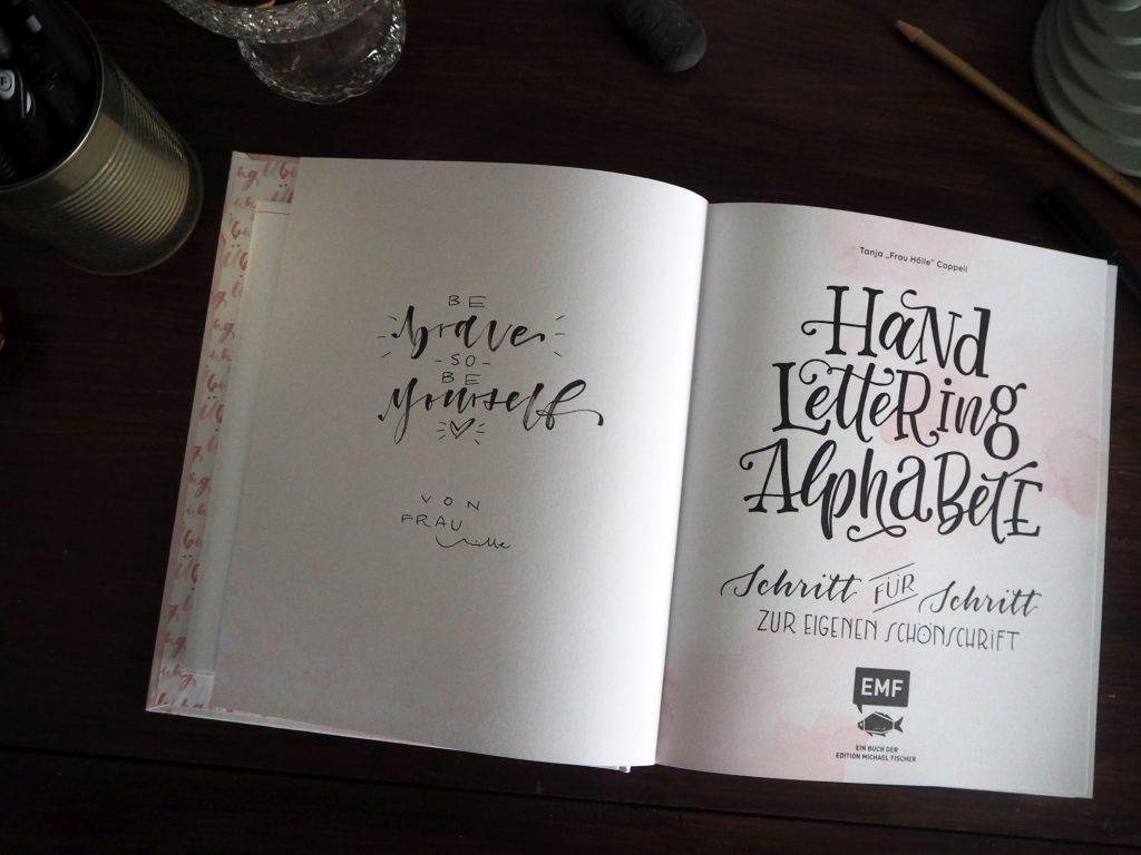 2017-11-skoen-och-kreativ-sonntagslektuere-november-hand-lettering-alphabete-frau-hoelle-buch (10)