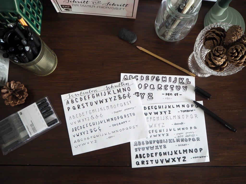 2017-11-skoen-och-kreativ-sonntagslektuere-november-hand-lettering-alphabete-frau-hoelle-buch (4)