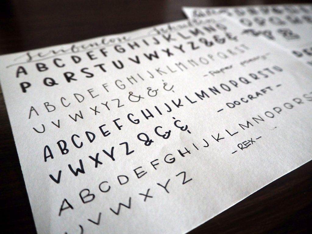 2017-11-skoen-och-kreativ-sonntagslektuere-november-hand-lettering-alphabete-frau-hoelle-buch (5)