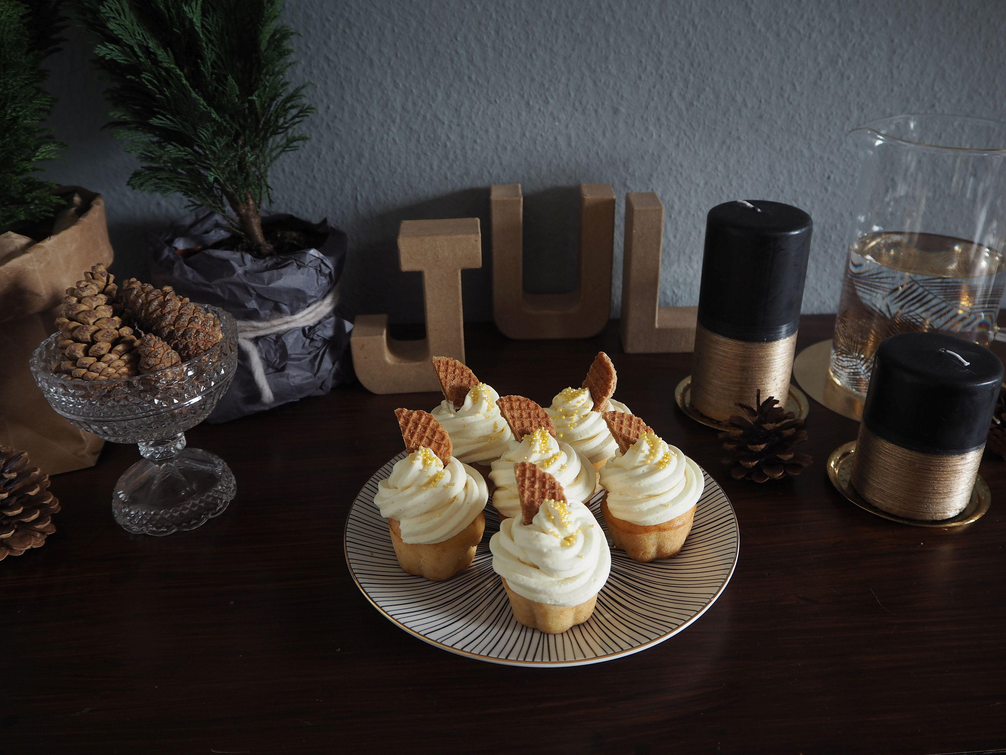 2012-12-skoen-och-kreativ-food-cake-cookie-love-vanille-sekt-cupcakes (3)
