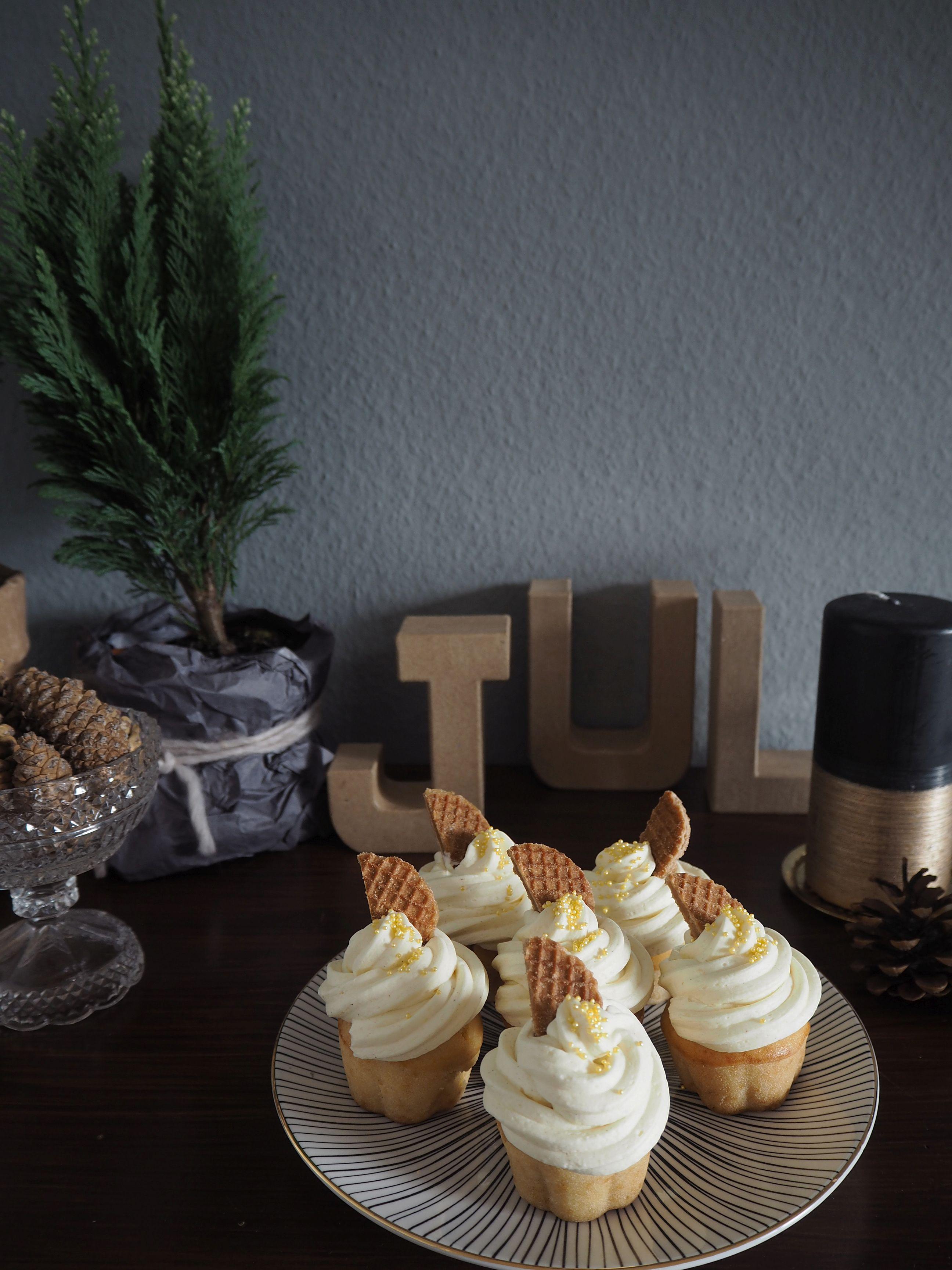 2012-12-skoen-och-kreativ-food-cake-cookie-love-vanille-sekt-cupcakes (4)