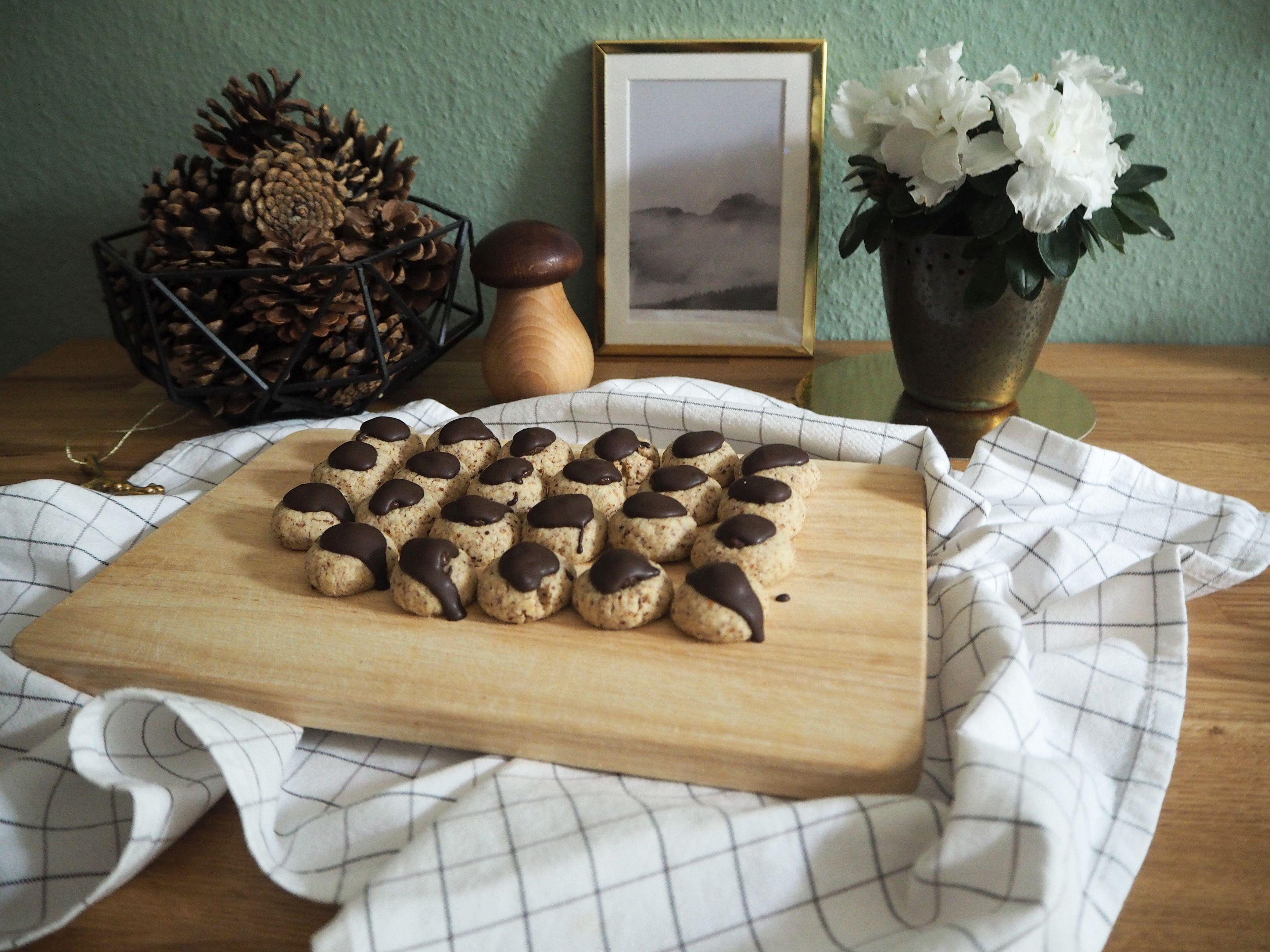 2017-12-skoen-och-kreativ-food-cookies-cake-love-mokka-mandel-kuesschen (1)