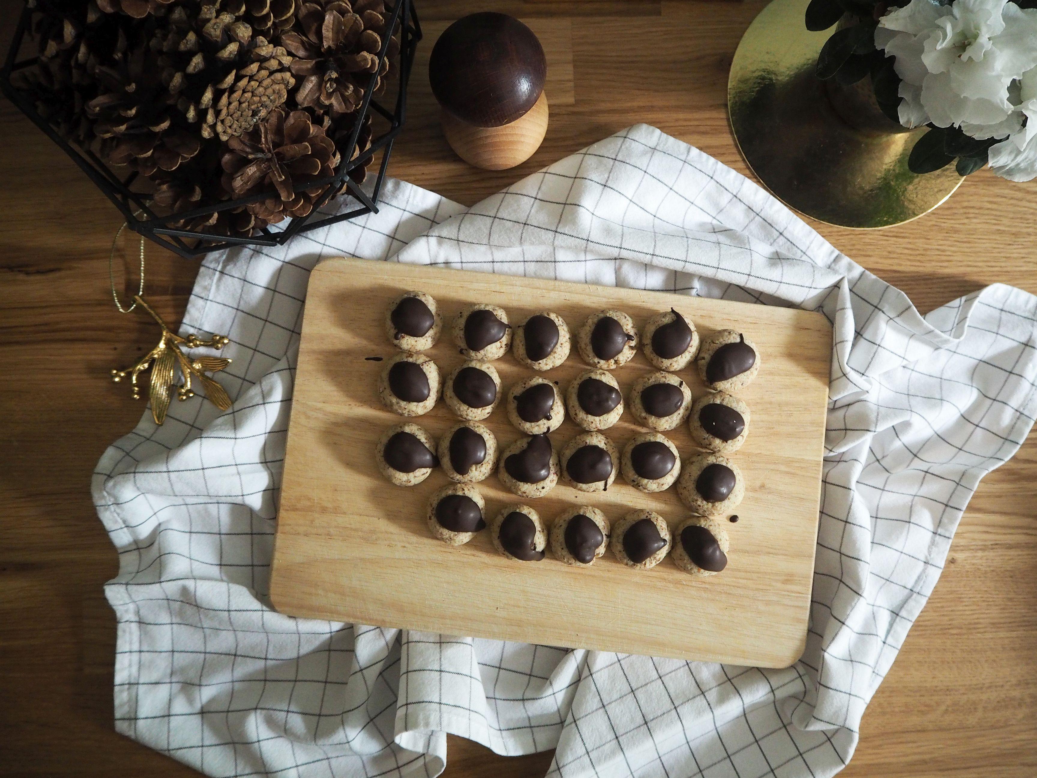 2017-12-skoen-och-kreativ-food-cookies-cake-love-mokka-mandel-kuesschen (2)