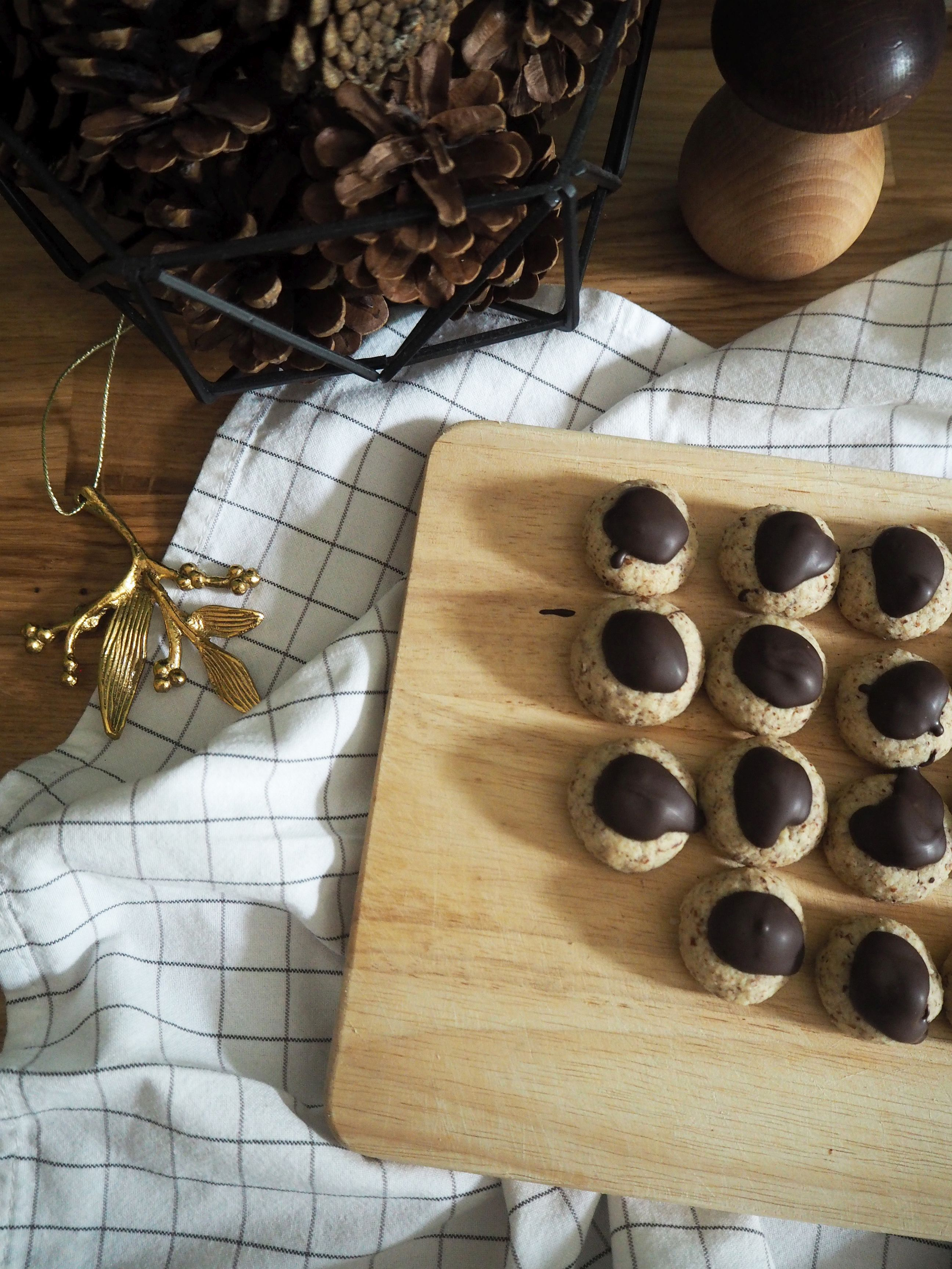 2017-12-skoen-och-kreativ-food-cookies-cake-love-mokka-mandel-kuesschen (4)
