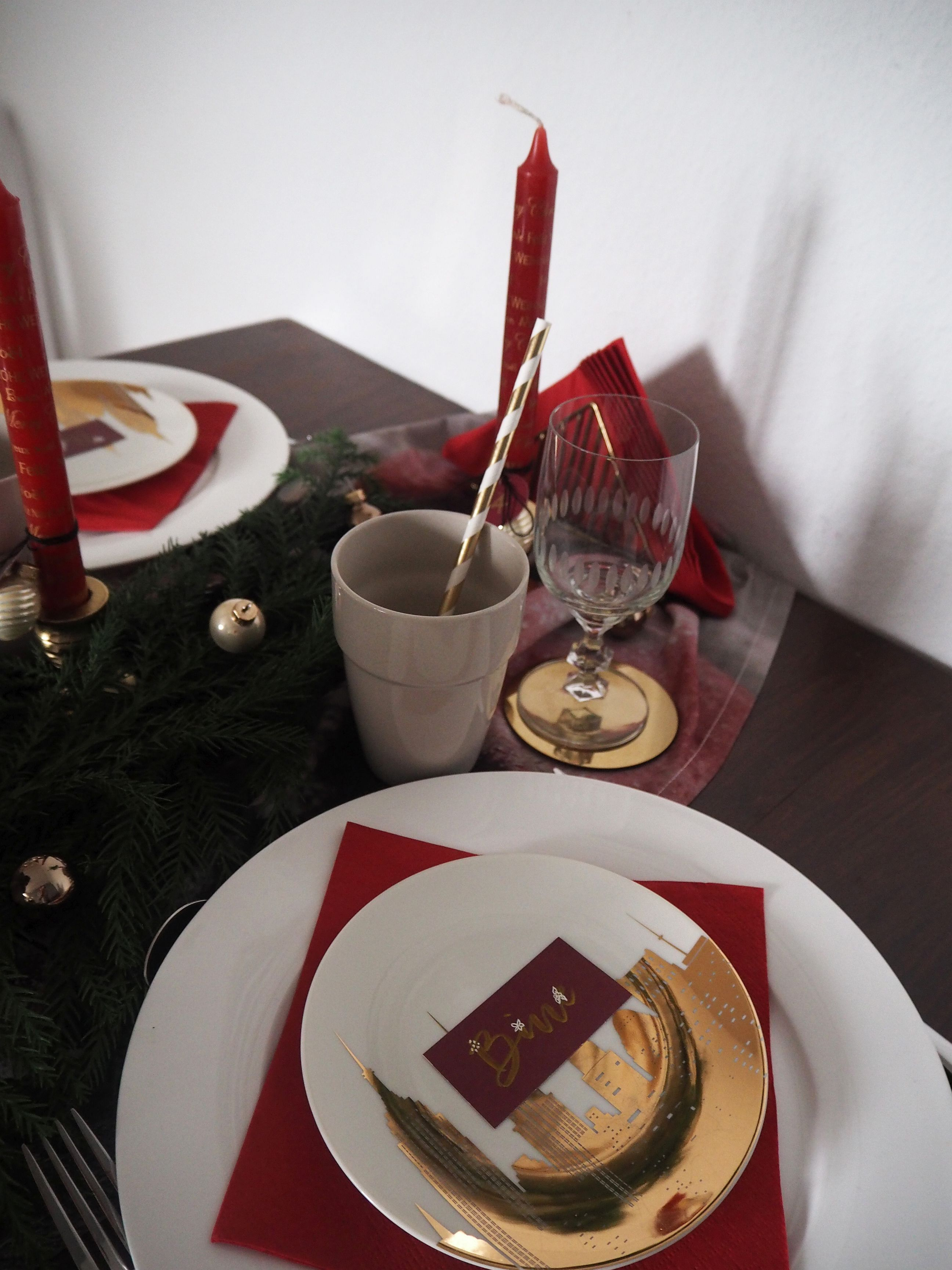 2017-12-skoen-och-kreativ-interior-tischdeko-klassisch-rot-weihnachtstisch (12)