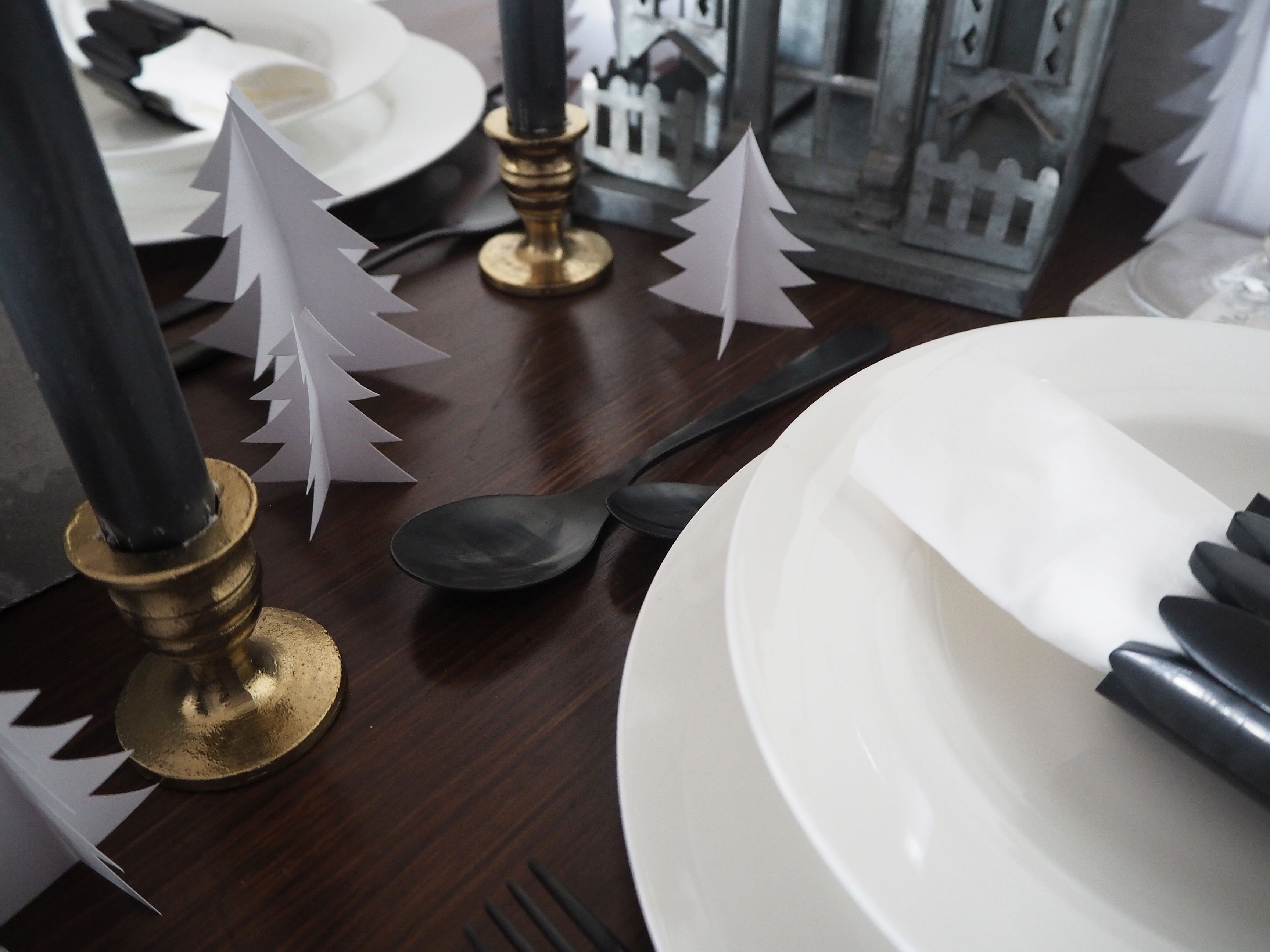 2017-12-skoen-och-kreativ-interior-tischdeko-weihnachtliche-winterlandschaft-tisch-grau (13)
