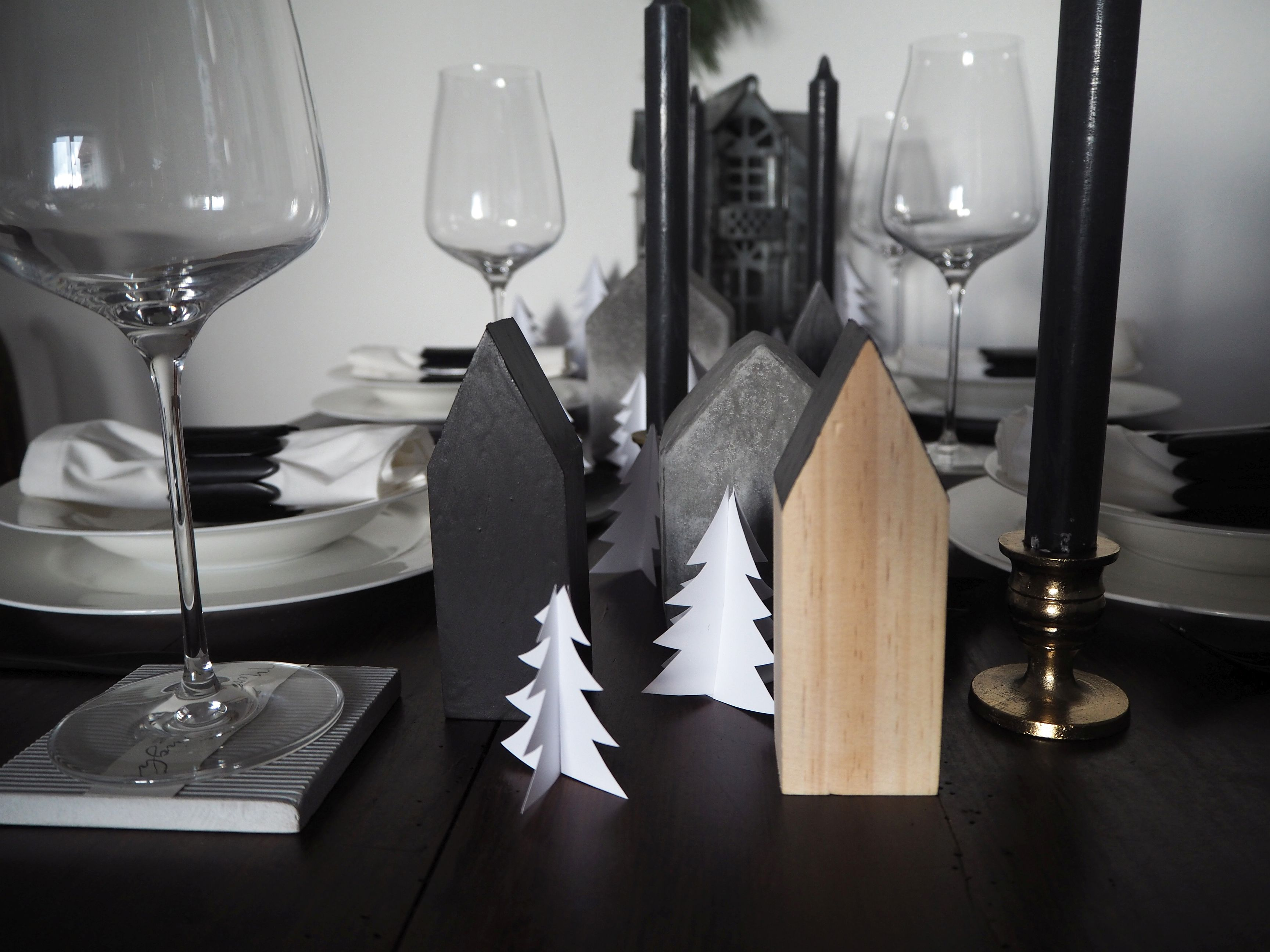 2017-12-skoen-och-kreativ-interior-tischdeko-weihnachtliche-winterlandschaft-tisch-grau (8)